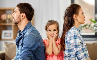 Obligan a unos padres separados a residir en la misma localidad que sus hijos